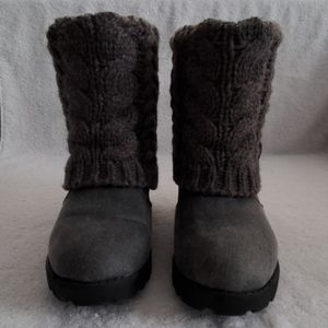Pre-owned Gray Muk Luks Ankle Booties size 8